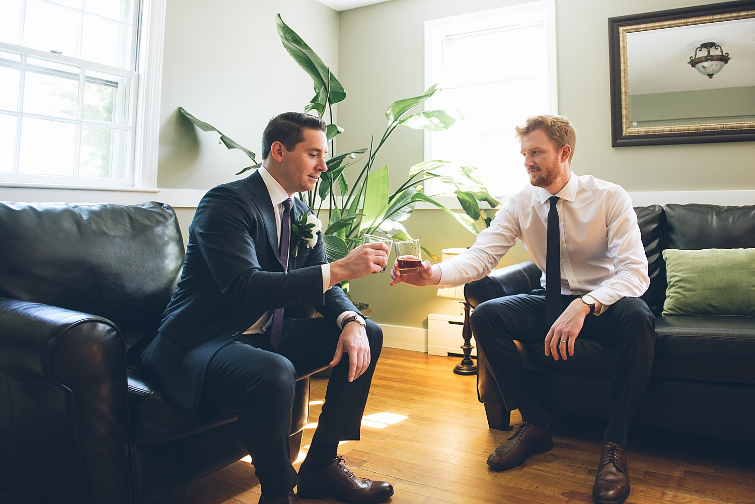 groom drinking with best man